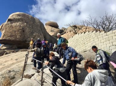 Queue going up to the peak